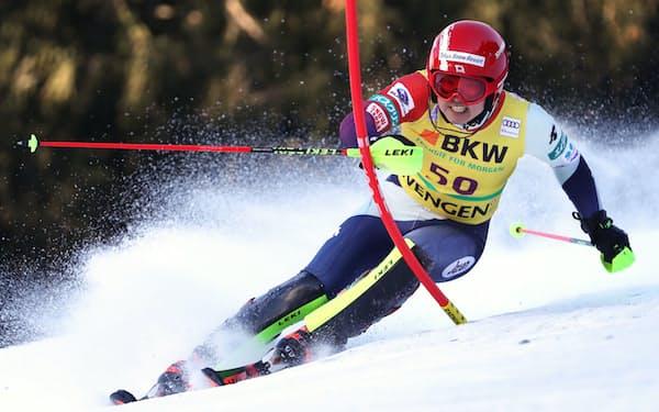 アルペンスキーは8月からスイスで合宿を行っている(写真は2018年アルペンスキーW杯男子回転での大越龍之介の滑り)=共同