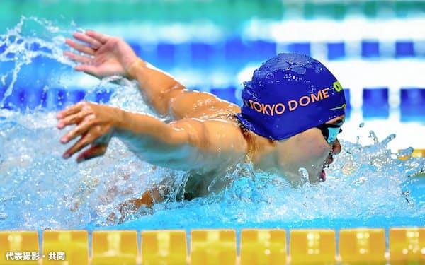 女子200メートルバタフライ 2分5秒62で1位の長谷川涼香(30日、東京辰巳国際水泳場)=代表撮影・共同