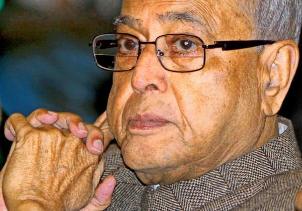 インドのムカジー前大統領が31日、首都ニューデリーで死去した=ロイター