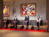 1日に開業した東京ベイ潮見プリンスホテルで式典に参加する西武HDの後藤高志社長ら(東京都江東区)
