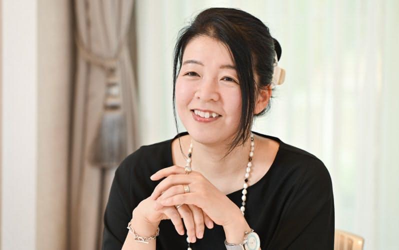 ありかわ・ひろ 1972年、高知県生まれ。2004年電撃ゲーム小説大賞受賞作「塩の街」でデビュー。「図書館戦争」「阪急電車」「三匹のおっさん」など映像化された作品も多数。19年にペンネームを「有川浩」から「有川ひろ」に改めた。
