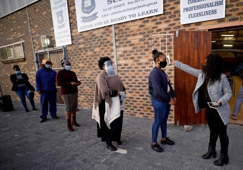 南アフリカはアフリカ大陸で最も新型コロナの感染者が多い(6月、ケープタウン)=ロイター