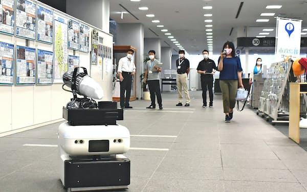 茨城県つくば市の市庁舎では消毒ロボットの導入に向けた準備をしている