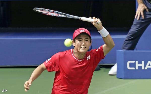 男子シングルス1回戦でアンディ・マリーに逆転負けした西岡良仁(1日、ニューヨーク)=AP