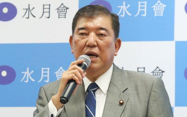 派閥の会合であいさつする石破元幹事長(3日、国会内)