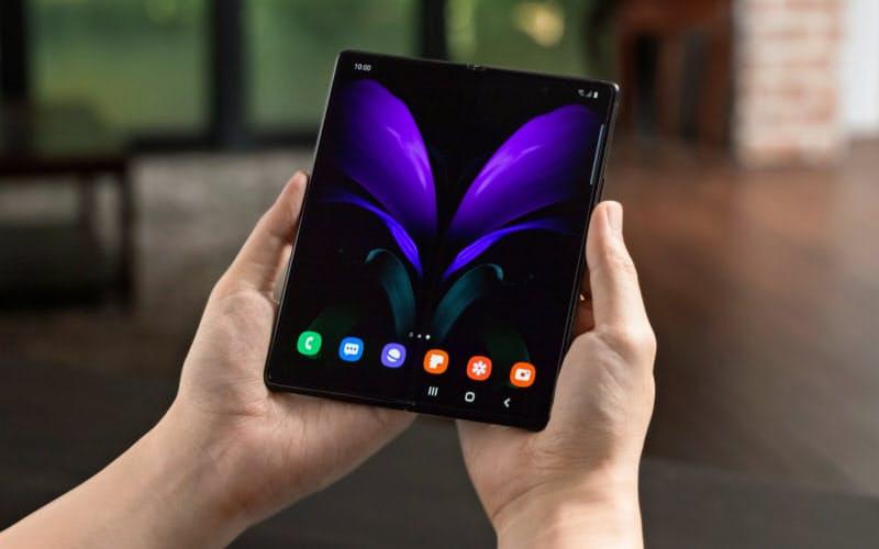 サムスン電子の折り畳みスマホ「Galaxy Z Fold2」(同社提供)