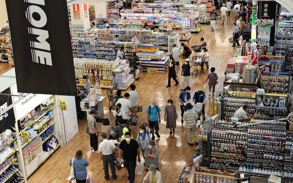 熊本県内に初めて開業したスーパービバホーム八代店(3日、熊本県八代市)