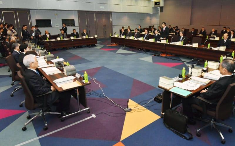 法務省で開かれた法制審議会の総会(2017年2月9日)