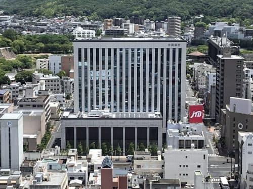ソーシャルボンドの発行は地銀で初めてという(岡山市の中国銀本店)
