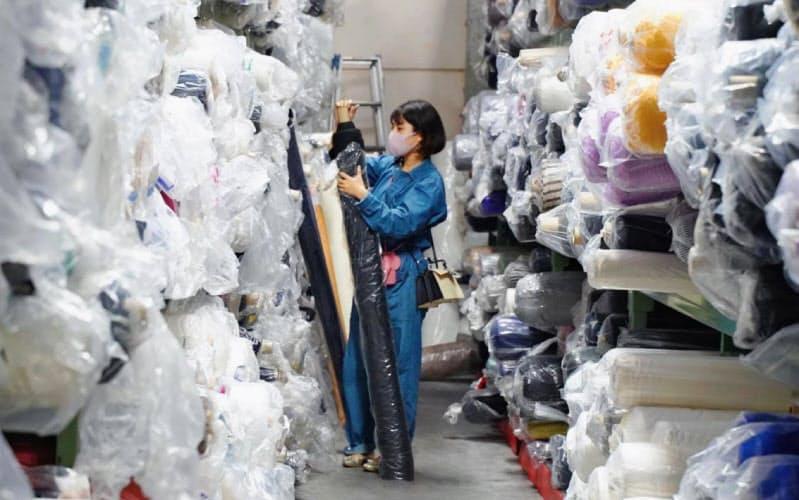 世界では年間約500万トンの生地が廃棄されているという