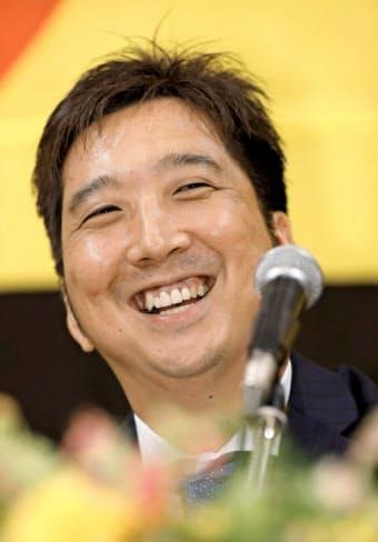 今季限りでの現役引退を発表し、記者会見する阪神の藤川=共同