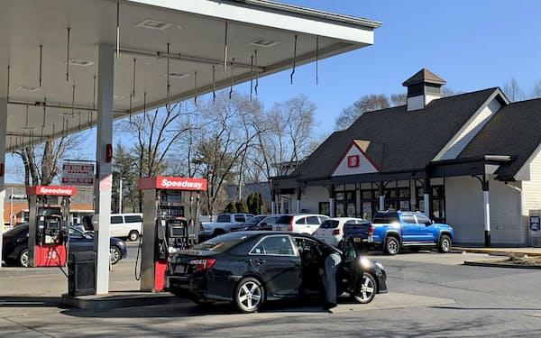 ドライブシーズンは盛り上がりを欠いたまま終了した(米ニューヨーク州のガソリンスタンド)
