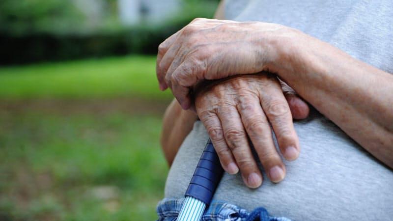 高齢者を見守る目をどう増やすかは、社会の大きな課題だ