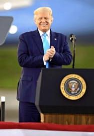 トランプ米大統領は郵便投票への批判を続ける=AP