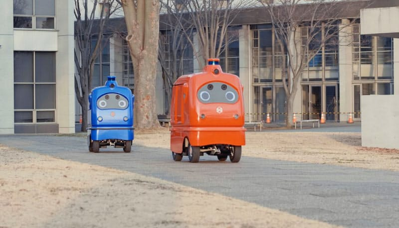 無人走行で荷物を運ぶZMPの宅配ロボット