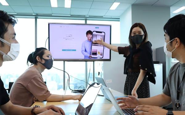 ECサイトの運営はスマートフォンで完結する(東京都内の本社)