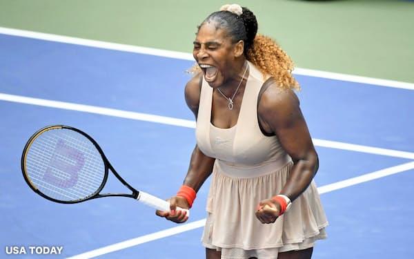 女子シングルス4回戦でマリア・サカリを下して喜ぶセリーナ・ウィリアムズ(7日、ニューヨーク)=USA TODAY