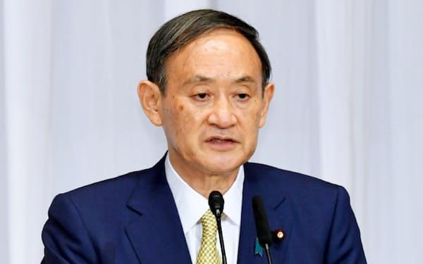 自民党総裁選に立候補し、演説する菅官房長官(8日、自民党本部)