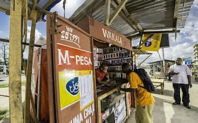 「エムペサ」の利用がアフリカで広がっている