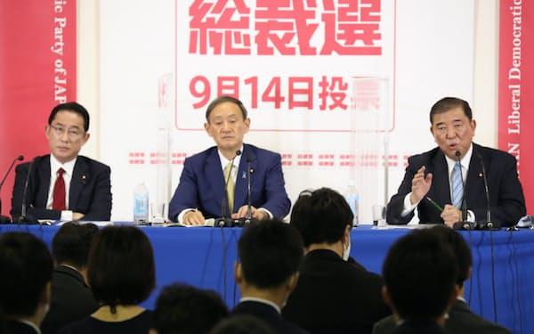 自民党総裁選に立候補し、記者会見する(左から)岸田、菅、石破の各氏=8日、自民党本部