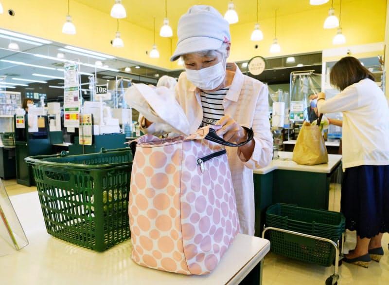 スーパーの既存店売上高は2月から前年同月比で増加が続いている(東京都内)