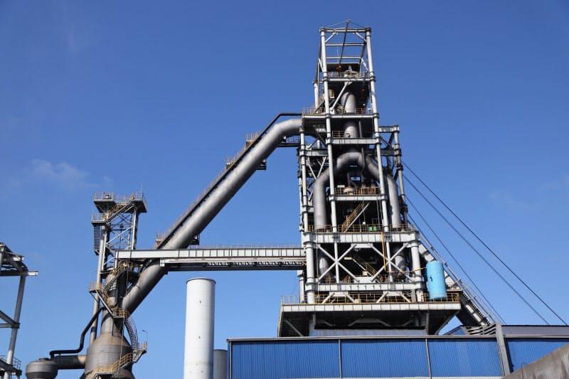 ホアファット・グループは2021年に国内最大の鉄鋼メーカーになる見通し(ベトナム中部クアンガイ省の高炉)