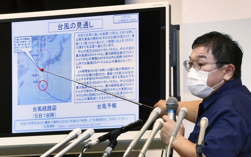 気象庁は繰り返し会見を開き、台風10号への警戒を呼びかけた(5日、東京都千代田区)