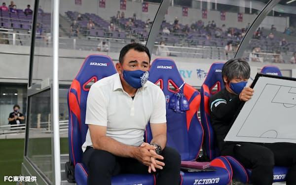 FC東京・長谷川健太監督が座るAKRacingのシート=FC東京提供