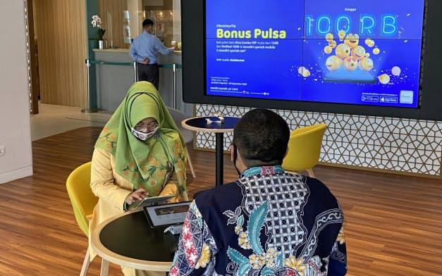 国営マンディリ銀行のシャリア部門はカフェ風の営業所を用意する(8日、ジャカルタ)