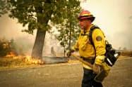 カリフォルニア州では落雷などで多くの山火事が同時発生した=AP