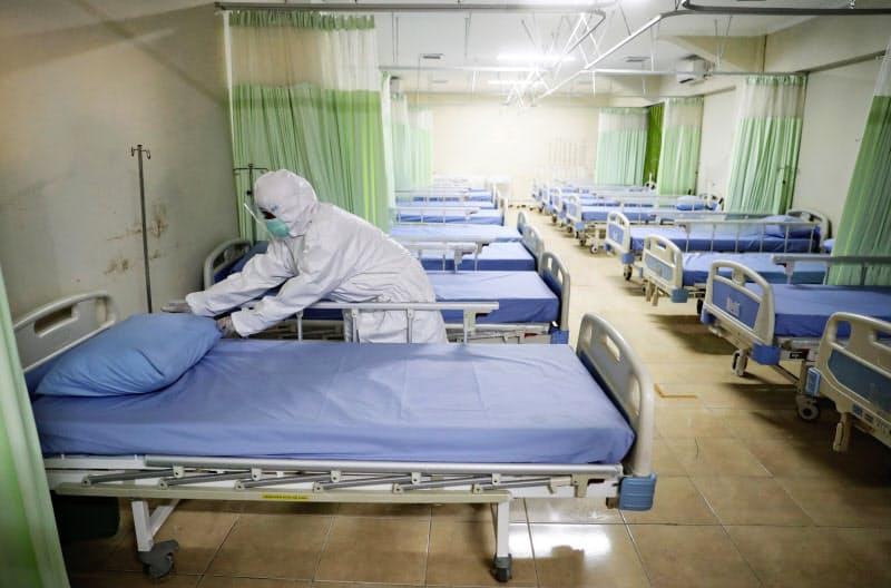 ジャカルタでは新型コロナの感染拡大が続いている=AP