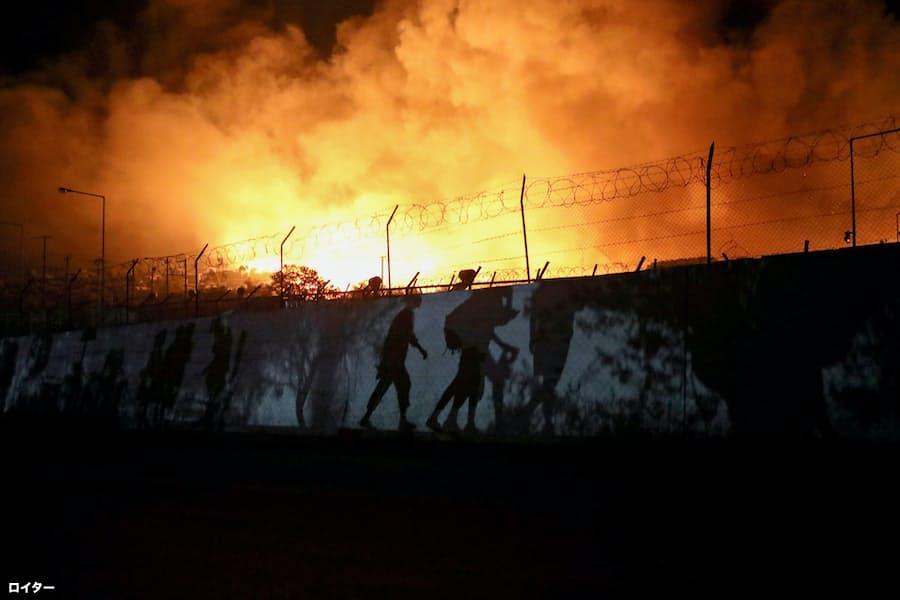 ギリシャ最大の難民キャンプ全焼 放火の疑いも: 日本経済新聞