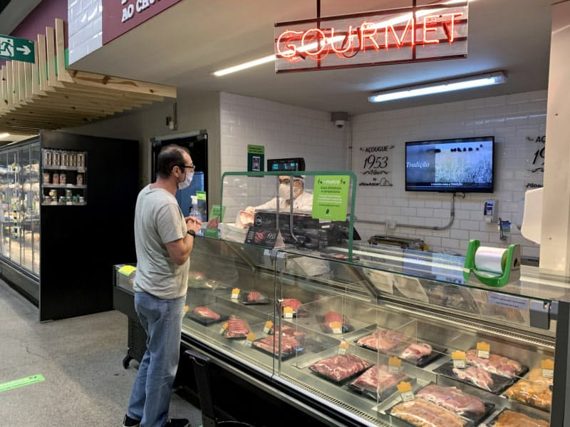 ブラジルでは新型コロナの影響で食料品価格が上昇している(9日、サンパウロのスーパー)