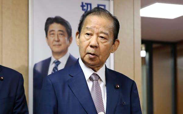 二階俊博氏のの通算在任日数は9月8日に1498日と歴代1位となり、佐藤栄作首相の在任中に2度幹事長を務めた田中角栄氏を超えた