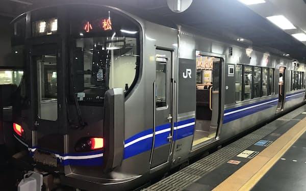新型コロナウイルスの感染拡大を受けて利用客は大幅に減った(金沢駅)