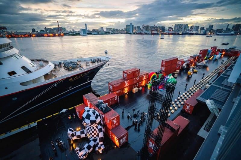 開業前にルイ・ヴィトンのファッションショーが開かれた=東京都港湾局提供