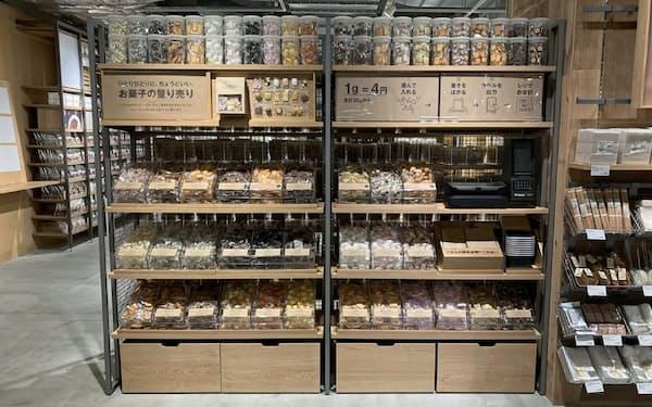 無印良品で始まる菓子量り売りの売り場イメージ