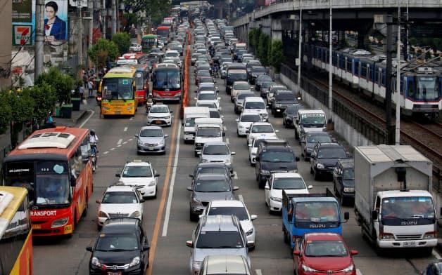 フィリピン・マニラでは交通渋滞が年々悪化している=ロイター