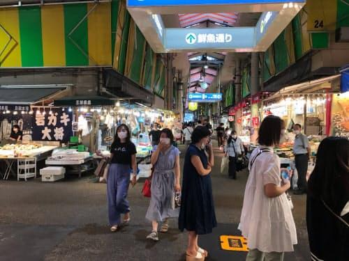 近江町市場は金沢市の代表的な観光スポット