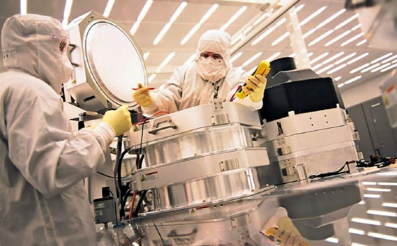 半導体製造装置世界最大手の米アプライドマテリアルズは、多額の研究開発投資とM&Aで半導体の主要な製造工程で装置をがっしりと押さえている(写真は同社の装置)