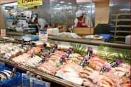 魚や野菜を買って家で調理する人が増えた(ヨークベニマルの福島県郡山市の店舗)