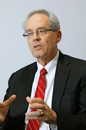 インタビューに答える日産自動車元代表取締役のグレゴリー・ケリー被告=共同