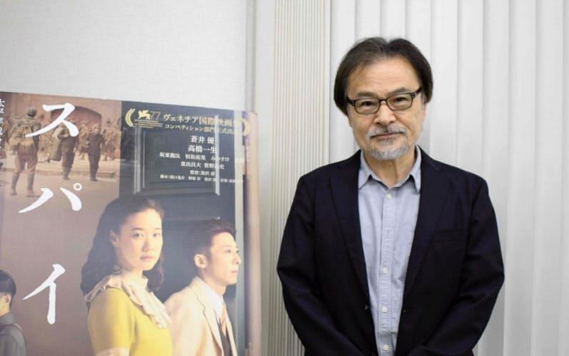 受賞翌日の13日、東京で記者会見した黒沢清監督