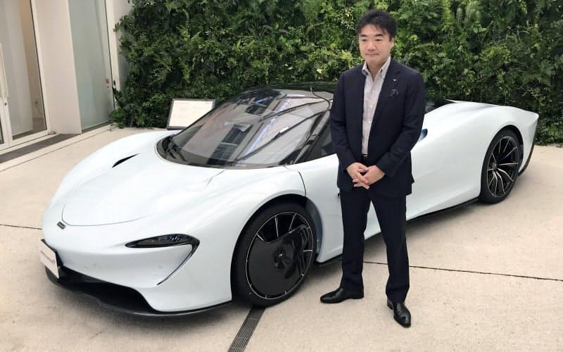 「マクラーレン スピードテール」を発表するマクラーレン・オートモーティブの日本支社の正本嘉宏代表(14日、東京都港区)