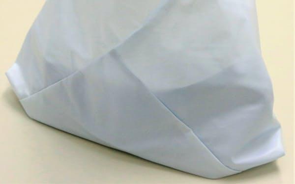 豊田合成がエアバッグの端材で作った買い物袋。商業施設に販売した