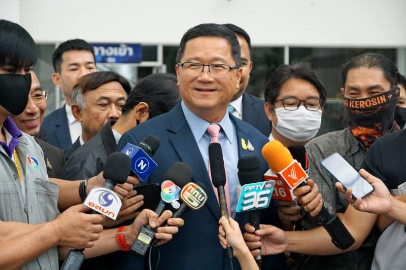 取材に応じるタイ国際航空のチャンシン社長代行(14日、バンコク)