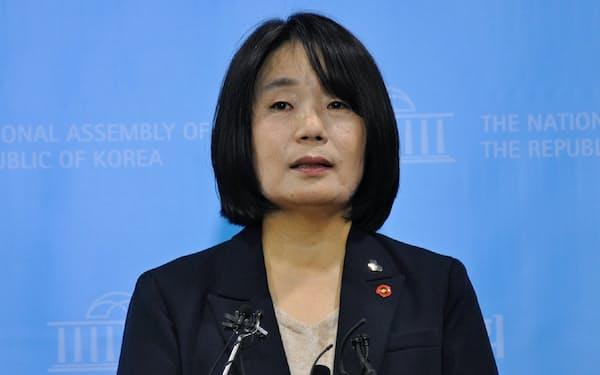 韓国与党「共に民主党」の国会議員で、慰安婦支援団体前代表の尹美香氏(5月、ソウル)