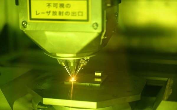 ニコンは光学設計を応用して金属3Dプリンターの小型化に成功した