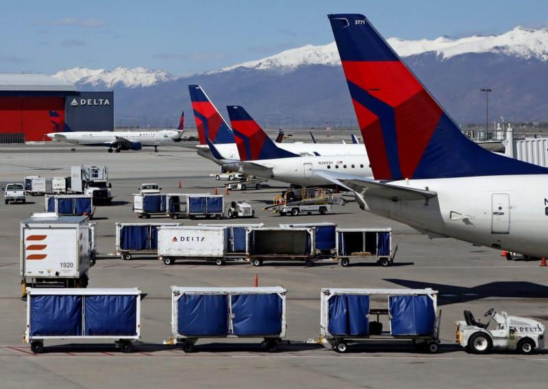 航空会社は長期の需要低迷に直面する(4月、米ソルトレークシティー)=ロイター