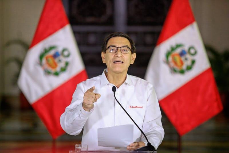 ペルーのビスカラ大統領は弾劾に強く反発する(14日、リマ)=ペルー大統領府提供